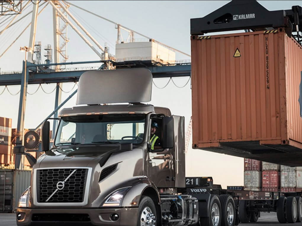 2022 Volvo Trucks VNR Base